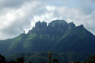 Mahuli_Fort_From_Pivali_End